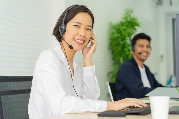 Customer Success VS Customer Support: How Are Both Different?